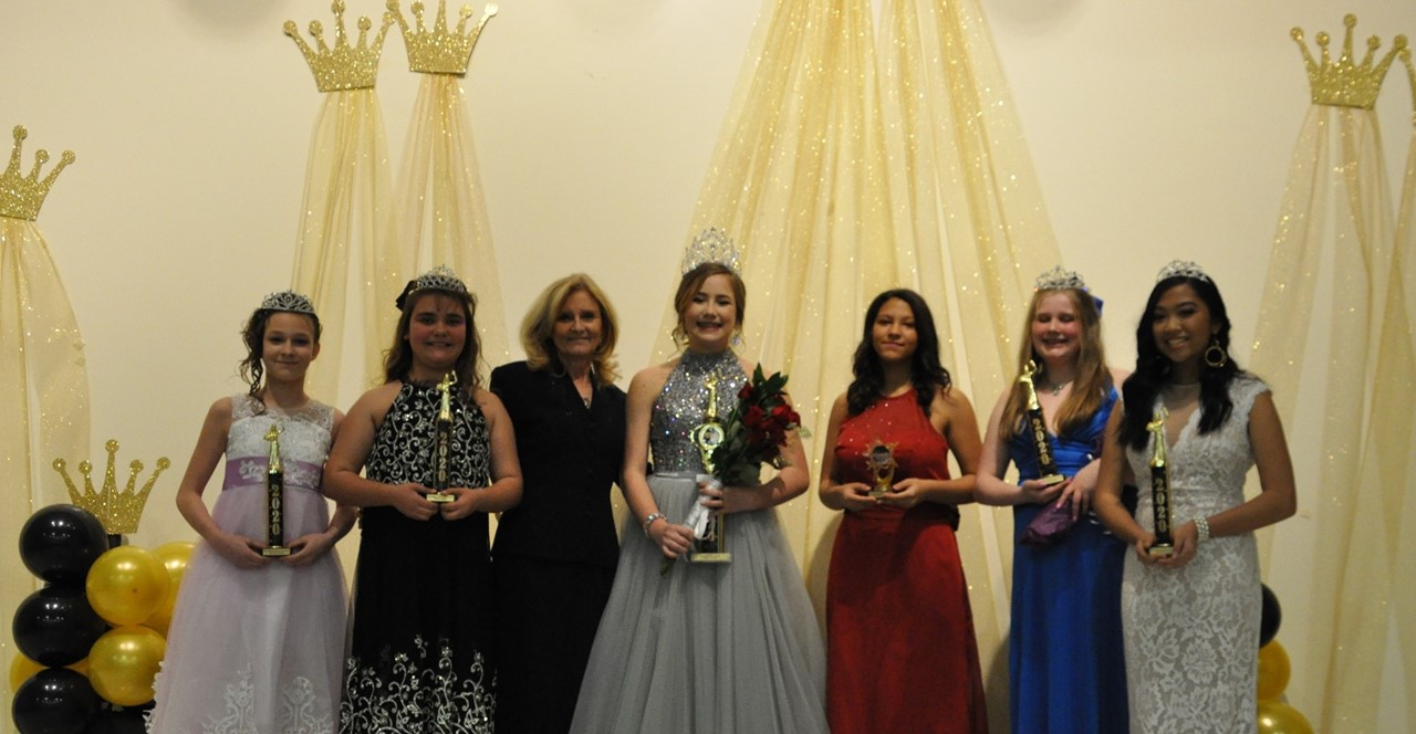 Miss Pacolet middle crowned with other contestants.